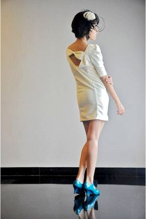 white putris - beige iconia dress - green randombrand shoes