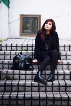 black hoodie Oasapcom hoodie - Dr Martens boots