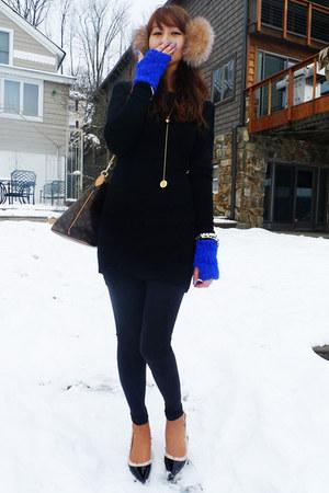 blue BCBG gloves - black BCBG sweater
