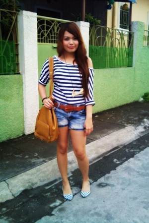 bow necklace accessories - shoes - sling bag - shorts - cropped blouse