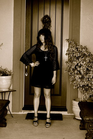 black flared sleeves dress - black platform sandals - gold cross necklace