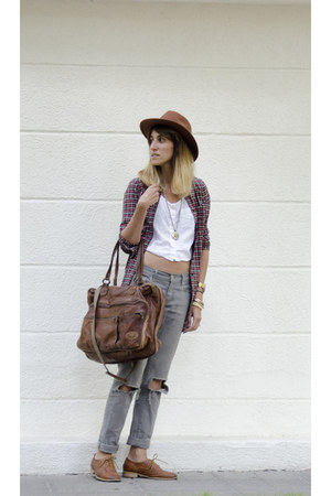 Levis jeans - H&M hat - Beacon Closet bag