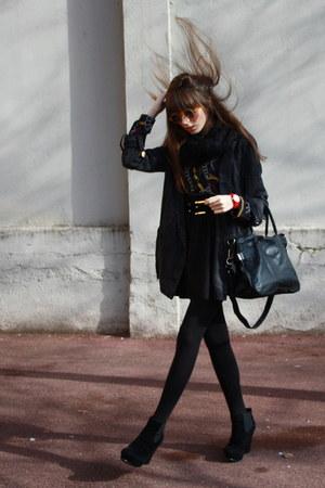 black Friis & Company bag - light brown bob sdrunk sunglasses - red o clock watc