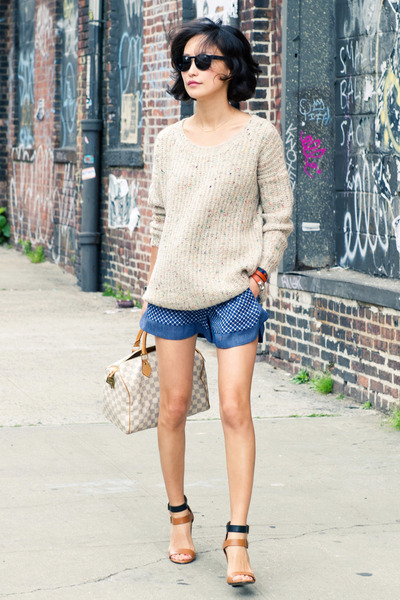 beige pastel accent misspouty sweater - off white speedy Louis Vuitton bag