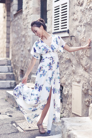 white kimono sleeve French Connection dress - nude Michael Kors heels