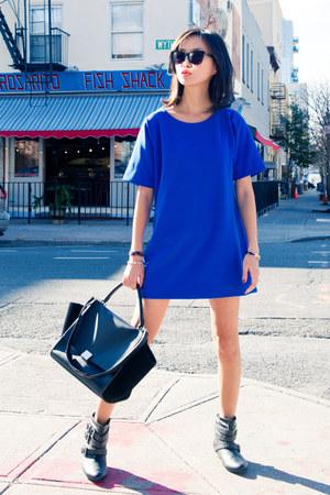 blue misspouty dress - black black trapeze Celine bag