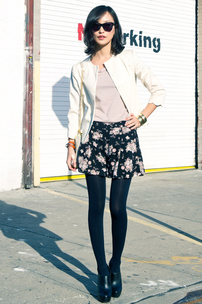 black floral print nastygal shorts - black black booties Steve Madden boots