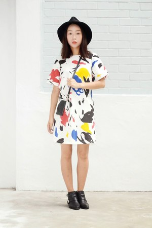 printed OASAP dress - leather ankle Zara boots - wide brim OASAP hat