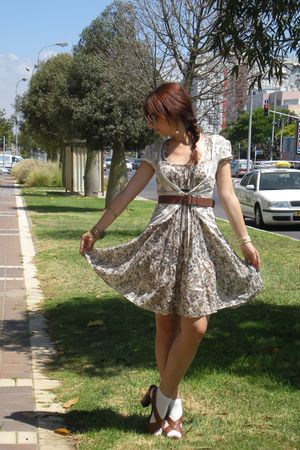 brown Nine West shoes - brown Zara belt - beige Zara dress - beige Mango vest - 