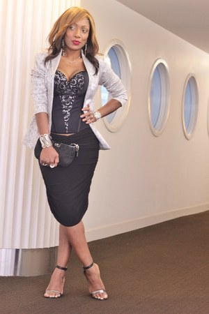 Vedette Shapewear top - H&M shorts - H&M cardigan - Nine West sandals