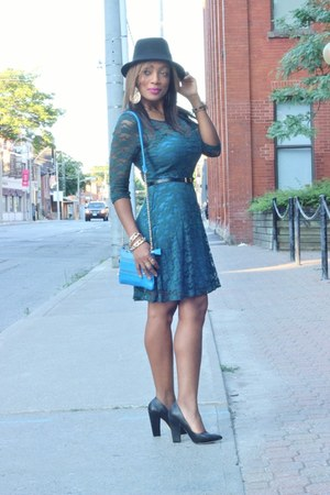 Amazon lace dress - Call it Spring purse - Forever 21 pumps