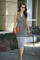 wrap Diane Von Furstenberg dress - Rebecca Minkoff bag