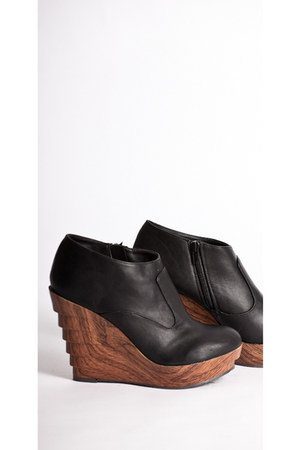 Soho Wedges shoes