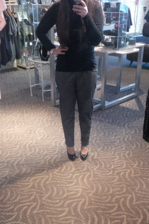 Uniqlo sweater - UO pants - le chateau heels