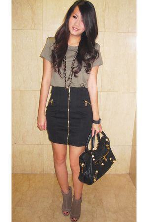 black balenciaga bag - green Zara shoes - black chan f21 necklace