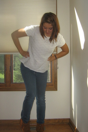 top - jeans - Minnetonka -