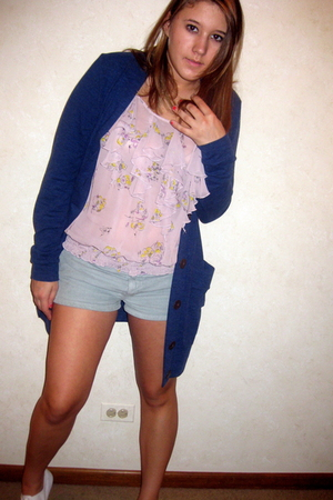 Nordstrom sweater - Forever 21 top - American Apparel shorts - H and M shoes