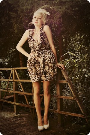 light brown leopard print dress - ivory heels