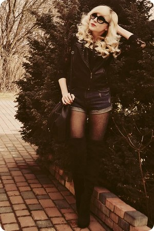 navy shorts - black vest
