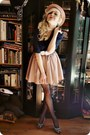 Light-pink-hat-navy-shirt-white-belt-tan-skirt