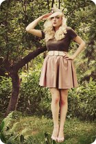 army green t-shirt - light pink skirt