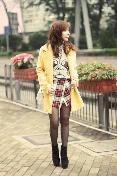 heather gray pug pull&bear sweater - black boots - yellow Choies coat