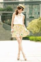 light yellow floral print ianywear skirt - beige boater hat