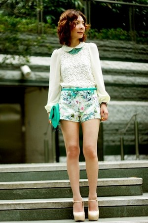 turquoise blue clutch H&amp;M bag - aquamarine floral prints Zara shorts