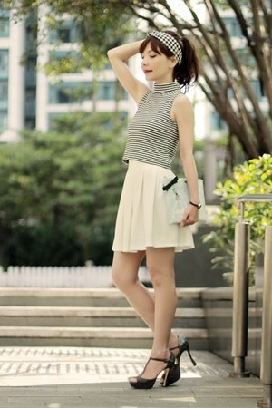 black hair accessory - light blue clutch kate spade bag - white Murua skirt
