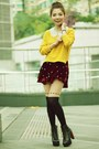 Black-boots-mustard-knit-h-m-sweater-black-hearts-tights