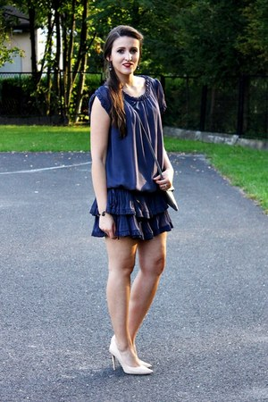 gray cocoono bag - charcoal gray Secondhand dress - cream deezee heels