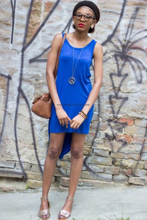 blue asymmetrical dress - brown Stradivarius bag