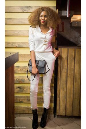 white épaulettes Sk house suit