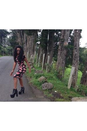 UNIF boots - dark gray floral bodycon Forever 21 dress - Zara sunglasses