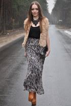beige H&M skirt
