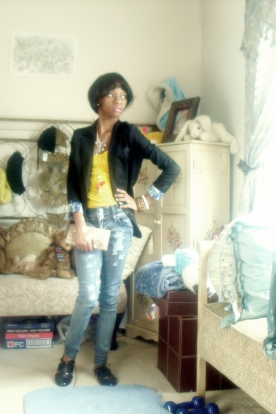 yellow top - blue jeans - black vest - beige Nine West wallet