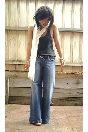 brown Gap belt - blue Roxy jeans - off white thrifted scarf