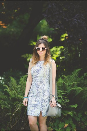 periwinkle Oasis dress - white Matalan sunglasses - heather gray M&S accessories