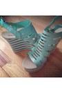 Dark-khaki-inc-romper-camel-ralph-lauren-vest-aquamarine-anna-luz-sandals