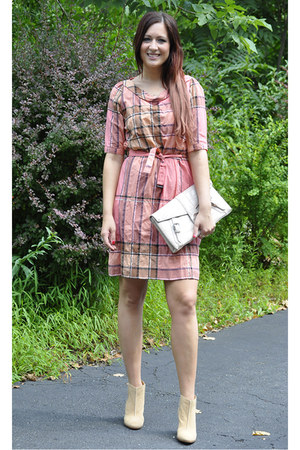 light pink plaid Burberry dress - camel Enzo Angelino boots
