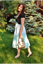 dark khaki vintage Dooney & Bourke bag - light blue the gap dress