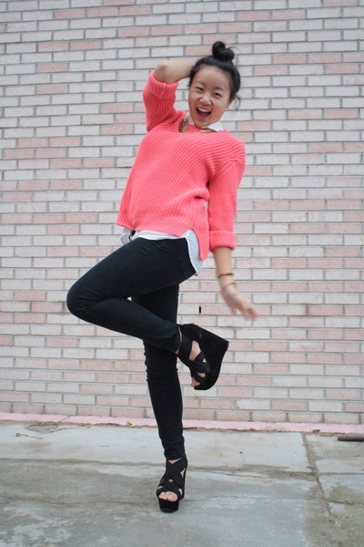 hot pink knitted H&M sweater
