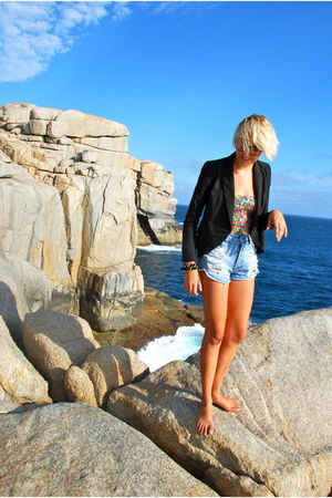 black Ladakh blazer - black Mooloola intimate - blue Mink Pink shorts - gold div