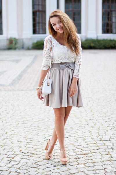 beige avaro skirt - camel Czas na buty shoes - ivory Red n bold shirt