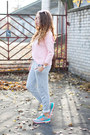 Heather-gray-new-balance-shoes-light-brown-vero-stilo-bag