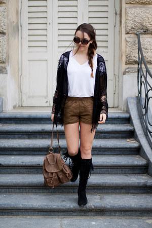 black Minnetonka boots - light brown Vero Stilo bag - light brown H&M shorts