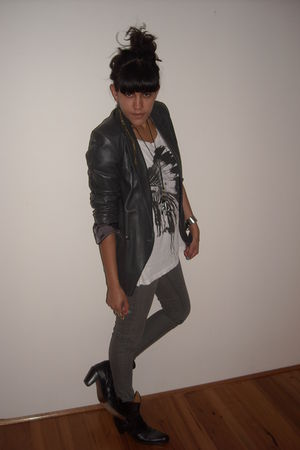 gray vintage jacket - gray supre jeans - white t-shirt - black Frye boots - whit