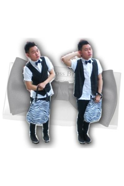 Do i looks like a waiter??