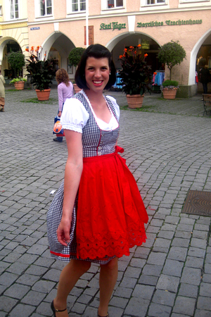it's Dirndl time