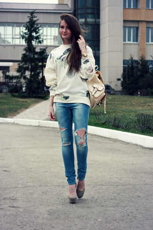 eggshell oversized dresslily sweatshirt - sky blue skinny Zara jeans